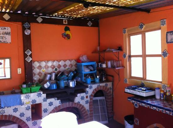 Hostal Casa Bertha: Kitchen