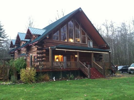 Wallace Falls Lodge/BB: Wallace Falls Lodge-rustic look with nice new furnishings