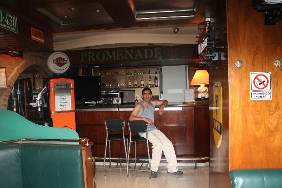 Hotel Promenade: EN EL BAR DEL HOTEL