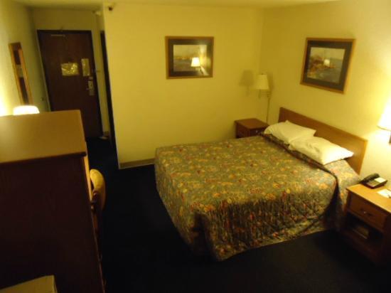 Super 8 by Wyndham Aberdeen MD: My Room