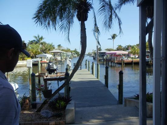 Dolphin Inn: Canal