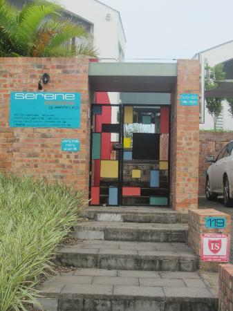 Serene-estate Boutique Guesthouse : Entrance