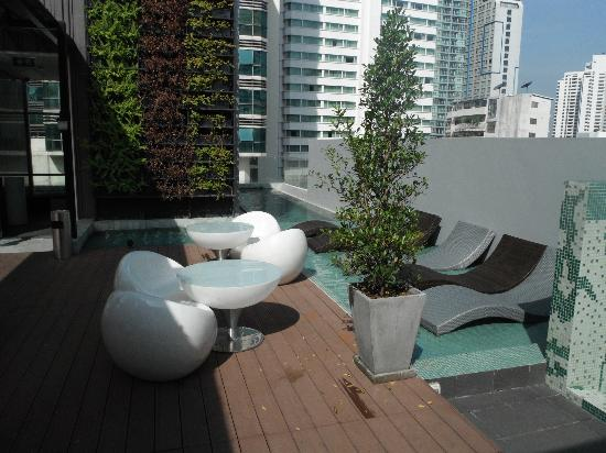 Citrus Sukhumvit 13: rooftop pool
