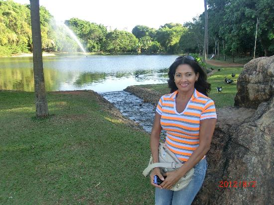 Parque Areião: Lady and lake