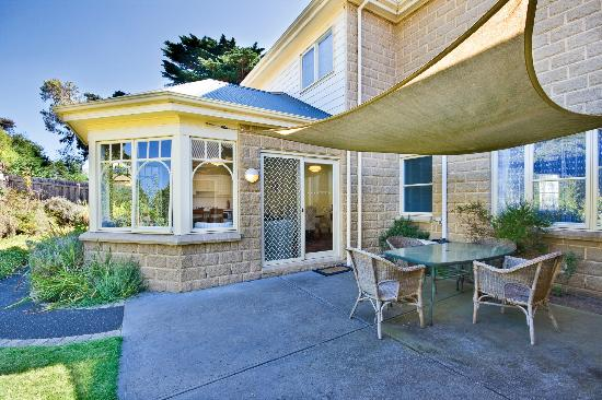 Mt Martha Bed and Breakfast: Outdoor Sitting Area