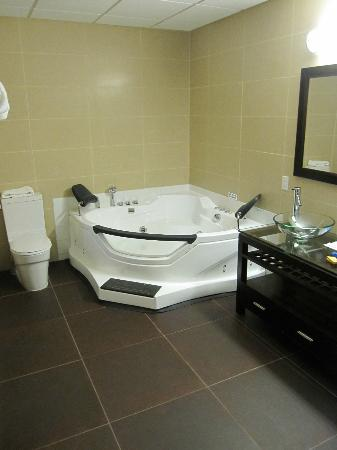 SKKY Hotel: Jacuzzi bath for two