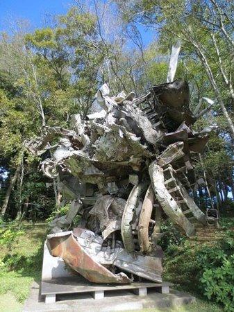 Kawamura Memorial DIC Museum of Art: フランク・ステラ「リュネヴィル」