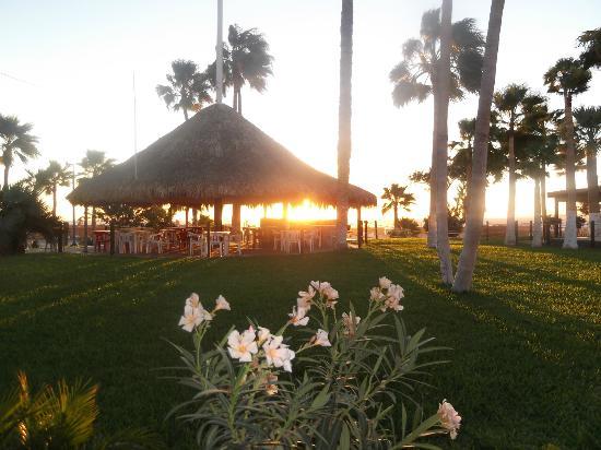 Hotel Riviera Coral : AREA RECRETIVA, EN DONDE SE CONTEMPLABA UN HERMOSO AMANECER