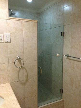 White Sands Beach Condos: Bathroom - Shower