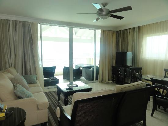Ocean Two Resort & Residences: Living Room area