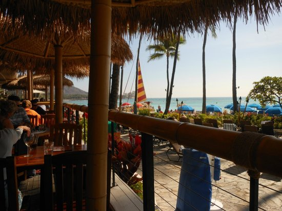 Outrigger Waikiki Beach Resort: Dukes restaurant on the beach