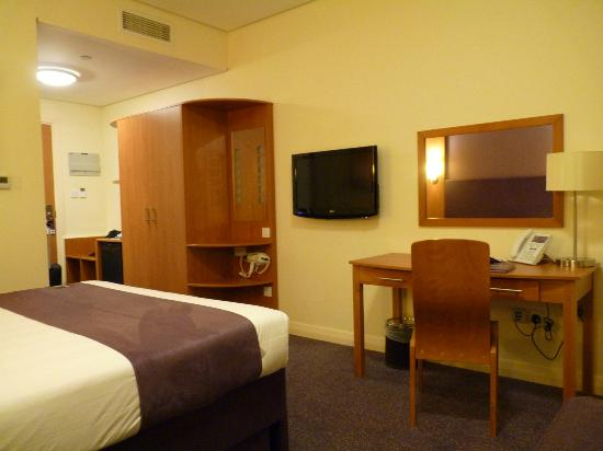 Premier Inn Abu Dhabi Capital Centre Hotel: room