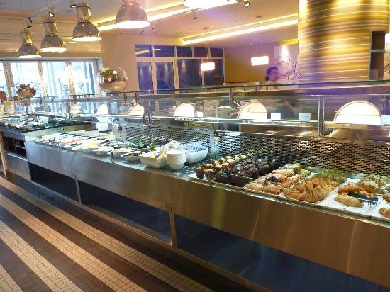 พรีเมียร์อินน์อาบูดาบิ แคพพิทอล เซ็นเตอร์: Breakfast buffet