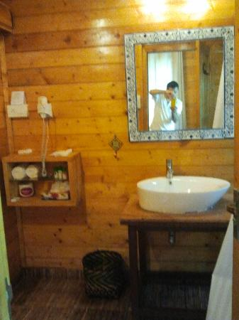 Ozran Heights Beach Resort: BATHROOM