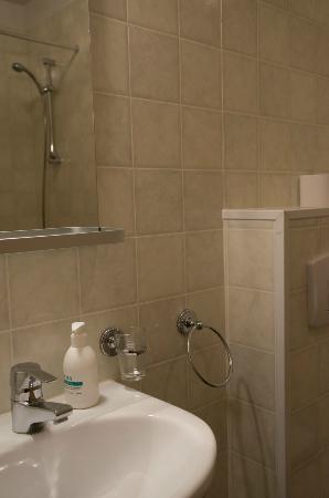 Hotel Laxnes: 洗面所