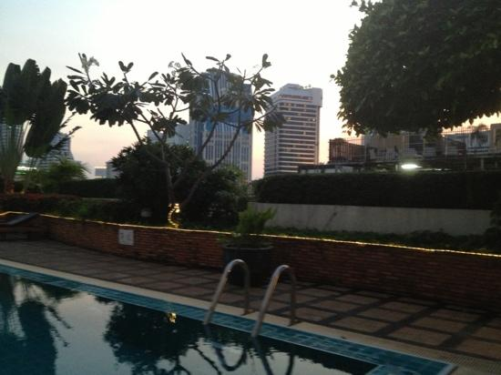 Grand President Bangkok: pool on 8th floor...Tower 2