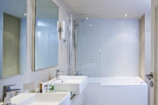 ริมอนดิ เอสเตท: Bathroom detail