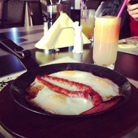 Ixelles: breakfast
