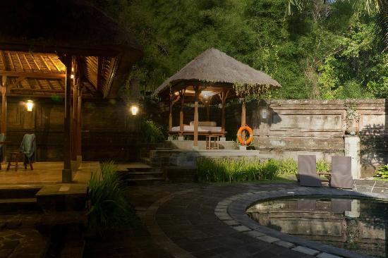 The Payogan Villa Resort & Spa: Day and night at villa #219