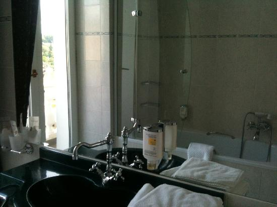 Belvedere Spa Hotel: The bathroom in lux room