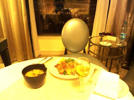 Four Seasons Hotel Amman: Room service being served