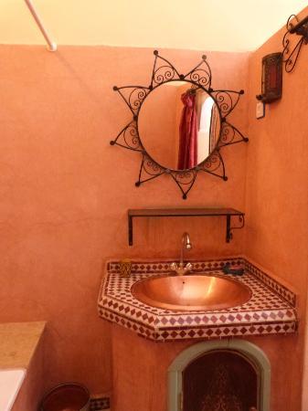 Riad Dar Tamlil : Our bathroom
