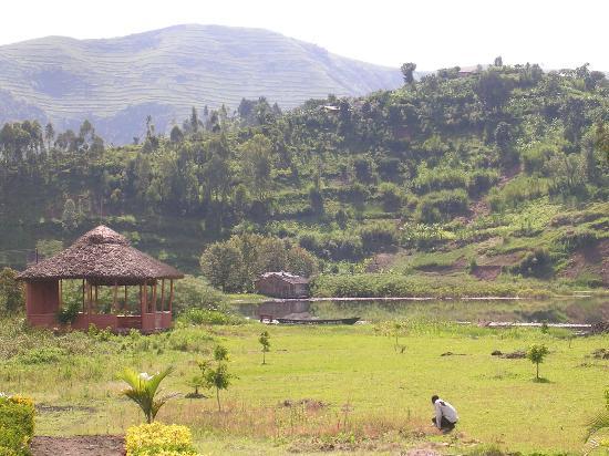 Lake Chahafi Resort: Camping site & swimming porch at the lake