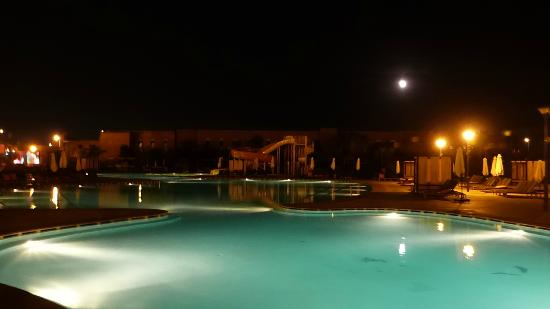 Kenzi Club Agdal Medina: Pool at night