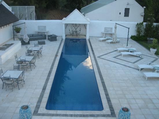 Grand Dedale Country House: The pool area where breakfast was served