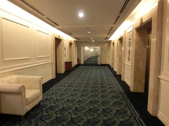 The Royale Chulan Kuala Lumpur: Getting Rare - Very spacious corridor leading to the rooms