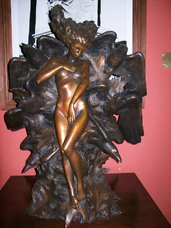 St. Vincent's Guest House: Kore sculpture
