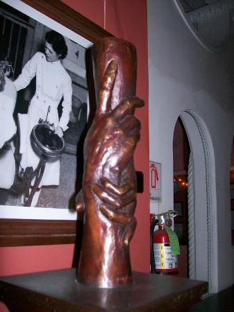 St. Vincent's Guest House: Pillar sculpture