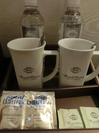 Royale Chulan Kuala Lumpur: Bottled water, coffee sachets and Kettle are Provided
