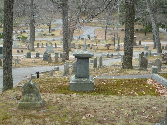 Hawthorne S Grave Picture Of Sleepy Hollow Cemetery