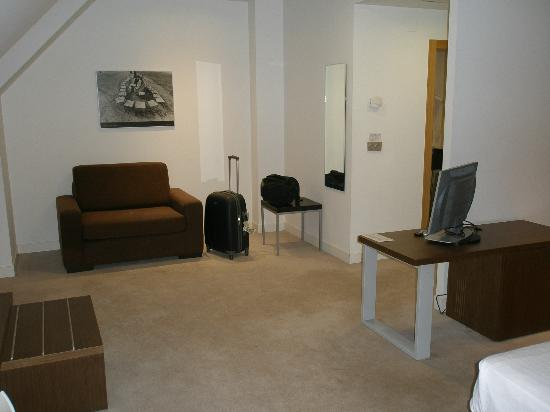 Sercotel Odeón Hotel: habitacion inmensa, algo fria
