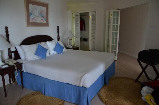 Couples Sans Souci: bedroom in beachfront room