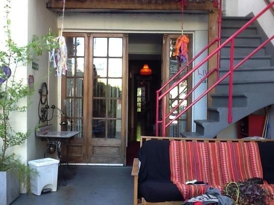 Livian Guesthouse: de achteringang vd tuin