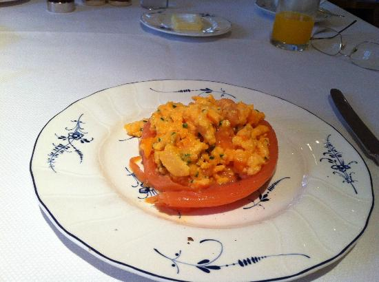 The Goring: Breakfast (Smoked salmon and scrambled eggs) sublime
