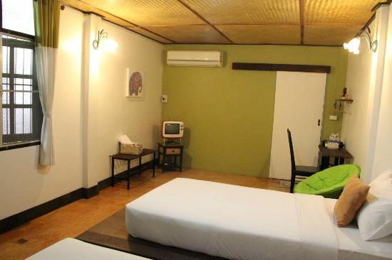 Baan Norn Plearn: Large, clean, comfortable room.