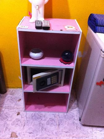 AKWA Guesthouse: the safe??