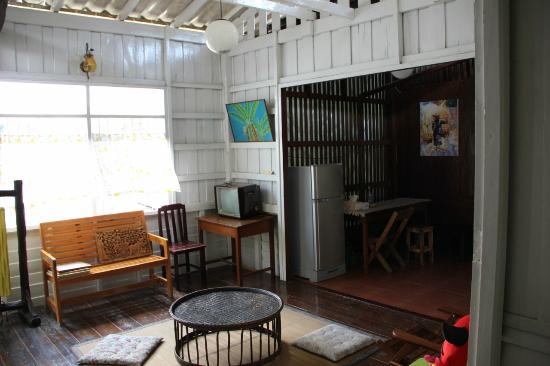 Baan Norn Plearn: Communal upstairs lounge area.