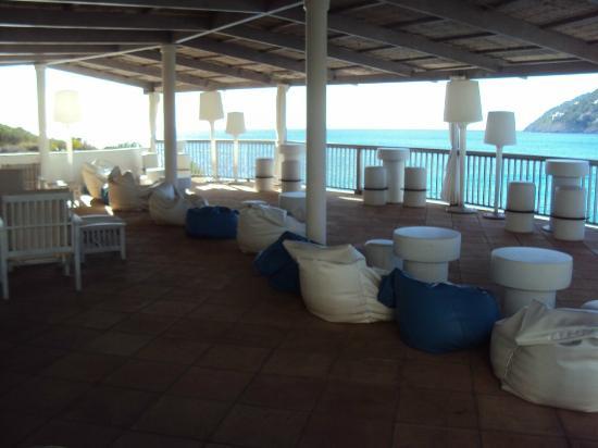 Cap Vermell Beach Hotel: Patio/Club