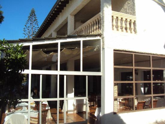 Cap Vermell Beach Hotel: Dining Patio