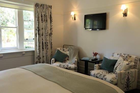 Holmwood Guesthouse: The Garden Room with comfy armchairs & HD TV.