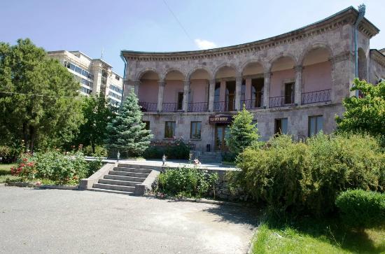 Villa des Roses Hotel: Exterior view: main enterance
