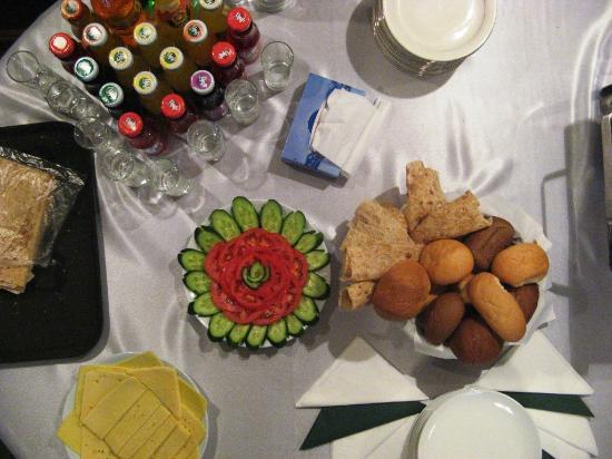 Villa des Roses Hotel : Buffet Breakfast