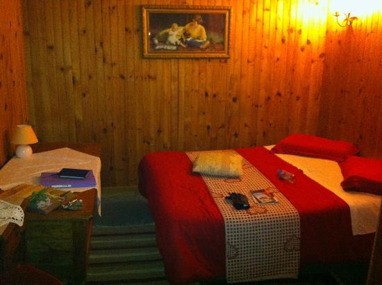 Hotel Vendome: Lit dans le fond de la pièce
