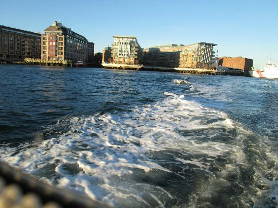 ‪‪Battery Wharf Hotel, Boston Waterfront‬: Hotel from water taxi‬