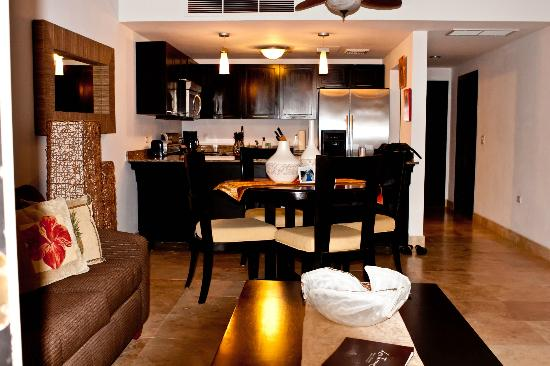 Las Terrazas Resort: The living area/kitchen