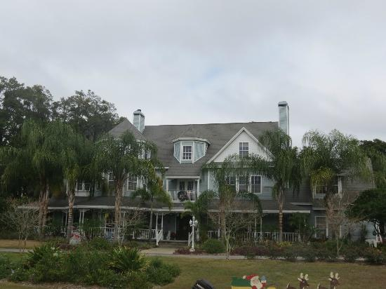 Heron Cay Lakeview Bed & Breakfast : In all its glory!